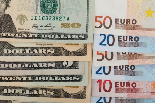 eura dolary penize