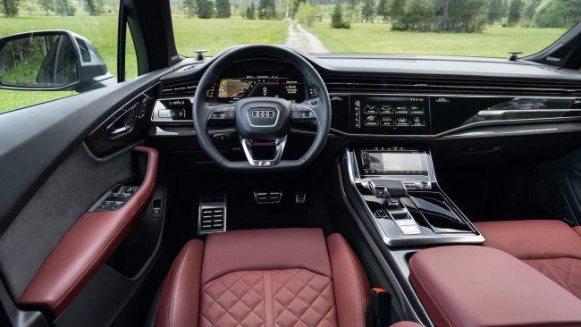 Audi SQ8 interiér