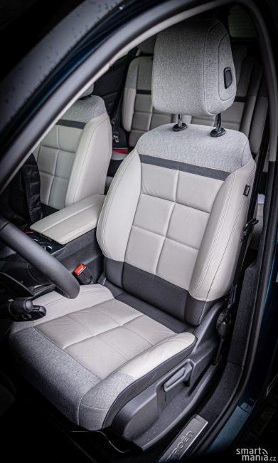 Sedadlo řidiče podporuje komfortní charakter vozu.