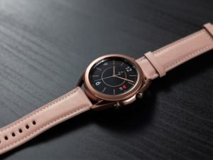 02 galaxywatch3 lifestyle image
