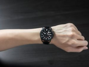 04 galaxywatch3 lifestyle image