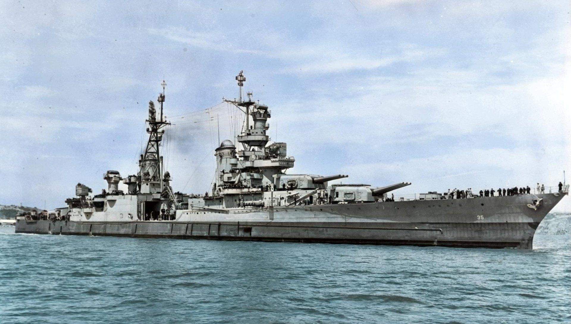Žraloci, halucinace a stovky mrtvých. Tragický příběh lodi, která přivezla jadernou bombu shozenou na Hirošimu