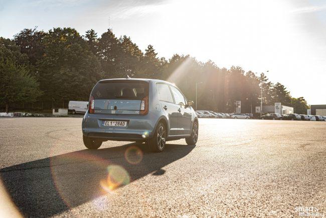 Malá elektrická Škodovka ovládla trh s elektromobily v České republice.
