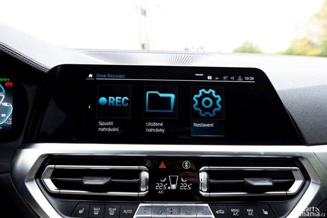 Konec kamer do auta! Aplikace umí nahrávat obraz ze všech kamer a v případě nehody jej zpětně uloží.