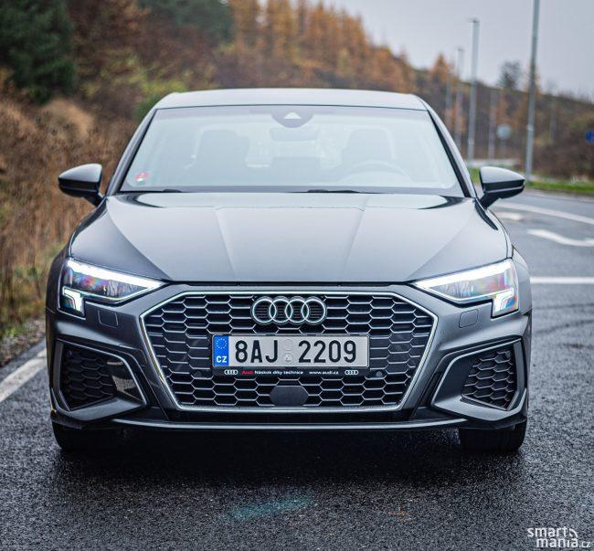 Vyjmenovávat dostupné technologie pro jízdu by bylo zbytečné. Audi A3 nabízí úplně vše, nabízí prakticky veškeré asistenty. Za příplatek můžete mít i světlomety LED Matrix.