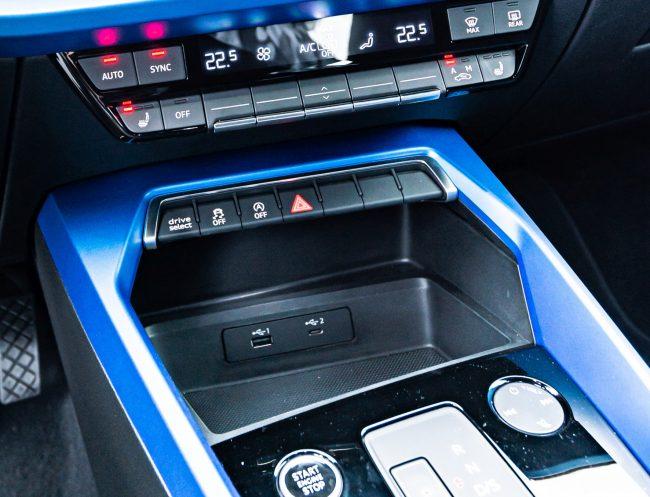 """Tlačítkem """"drive select"""" můžete ještě výrazně ovlivňovat charakteristiku auta."""