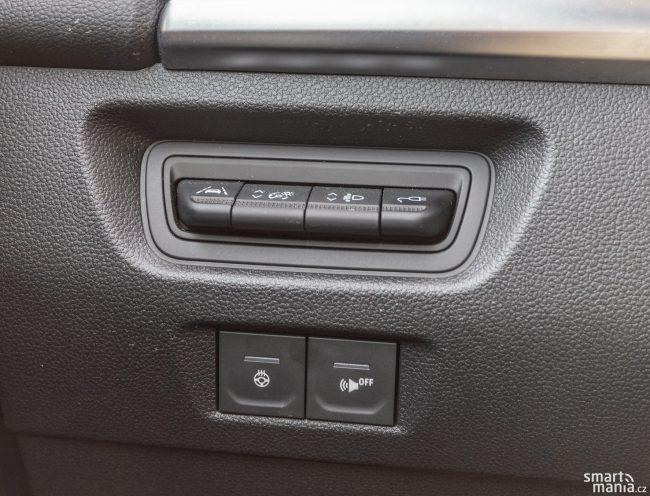 Jak šetřit v zimě baterii? Není třeba tolik topit, ale raději zapnout vyhřívání volantu a sedadla.
