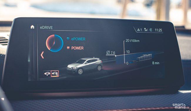V autoamatickém režimu se střídá a doplňuje jízda na oba pohony. Ve statistikách pak můžete zkoumat, který pohon se více využíval.