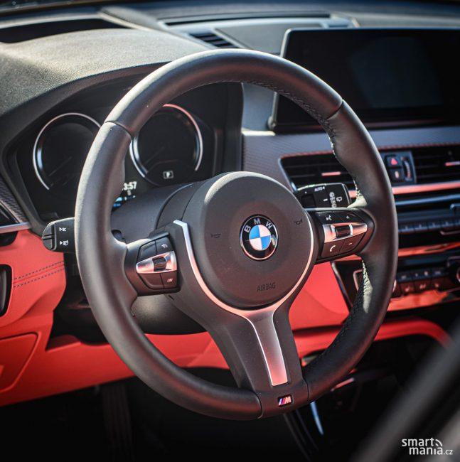 Sportovní volanty BMW jsou parádní.