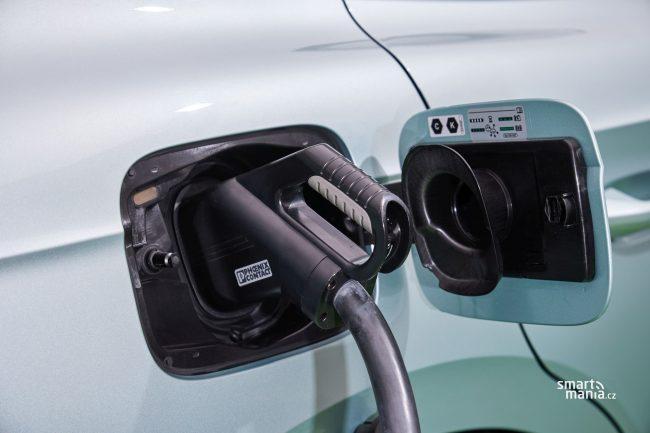 Vůz se umí dobíjet výkon až 125 kW.