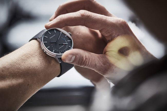 Sequent Elektron lifestyle wristshot 01