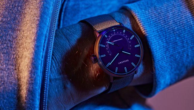 Sequent Elektron lifestyle wristshot 03