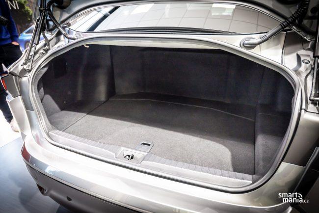Kufr vozu je malý. To by ale manažerům Unipetrolu vadit nemělo.