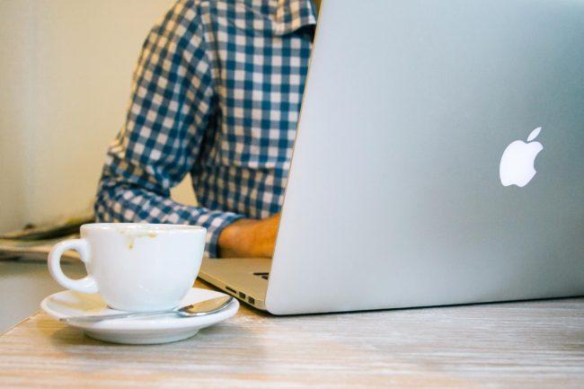 jumpstory internet cafe wifi notebook macbook apple