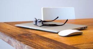 jumpstory Apple Glasses