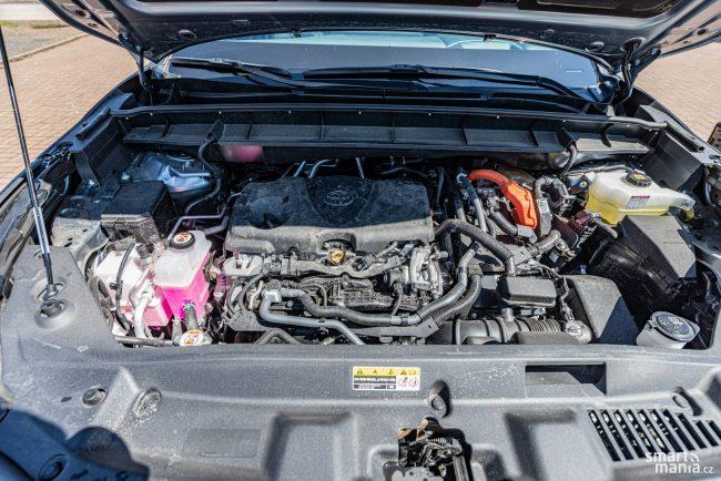 V USA Highlander pořídíte s motorem 3,5 V6, takže místa je v motorovém prostoru dostatek.