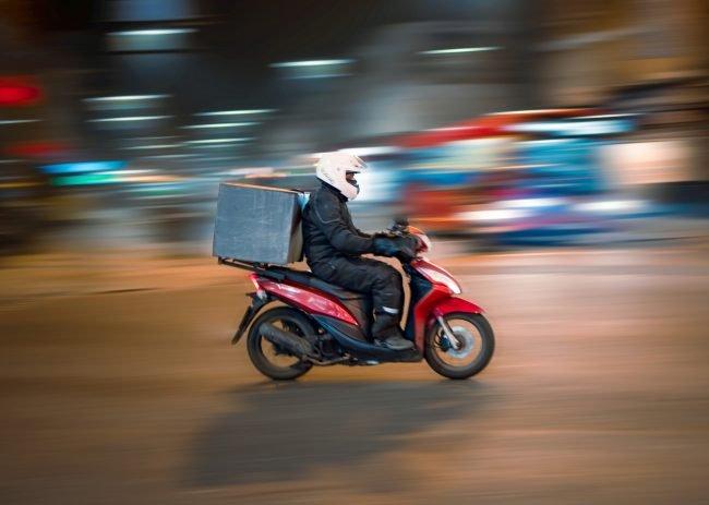 delivery courier package balik kuryr doruceni unsplash 1