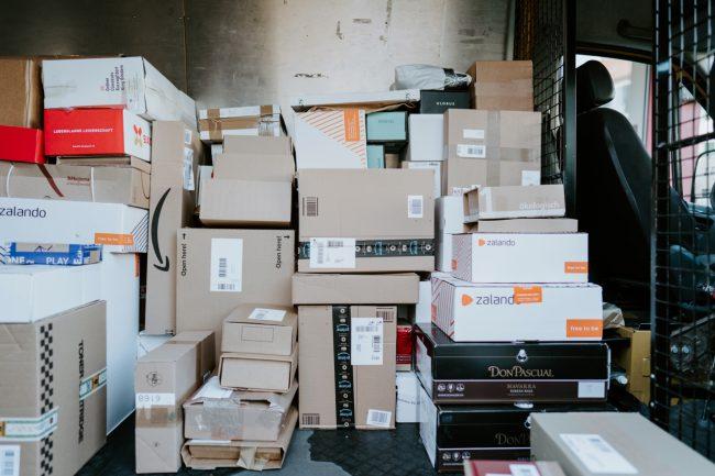 delivery courier package balik kuryr doruceni unsplash 2
