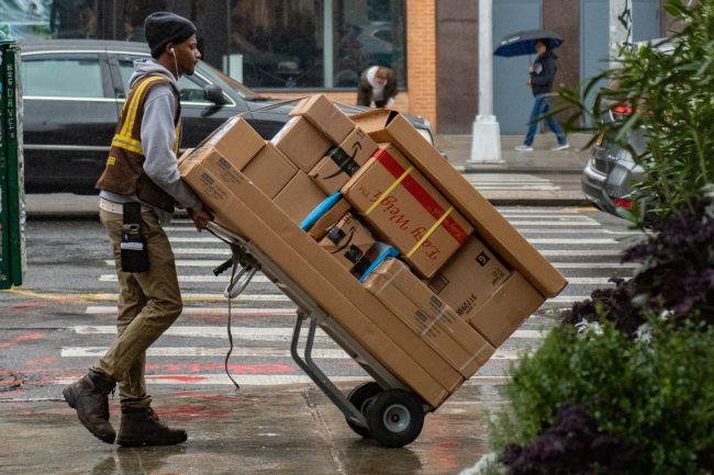 delivery courier package balik kuryr doruceni unsplash 3