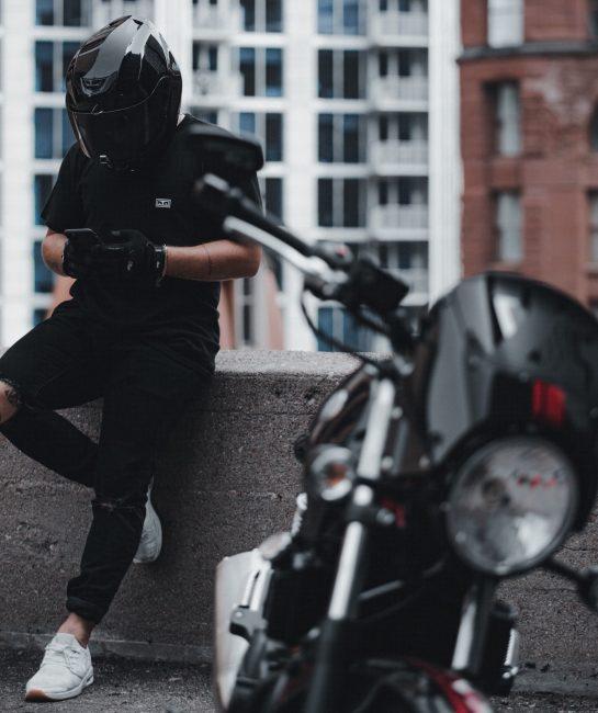 motorka telefon iphone motobike unsplash